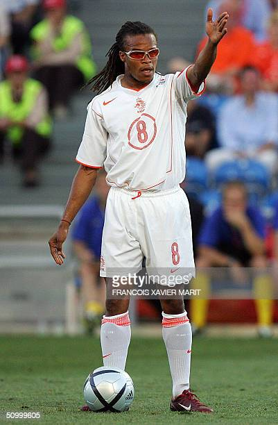 Dutch midfielder Edgar Davids gestures, 26 June 2004 at the Algarve stadium in Faro, during the Euro 2004 quarter final match between Sweden and The...