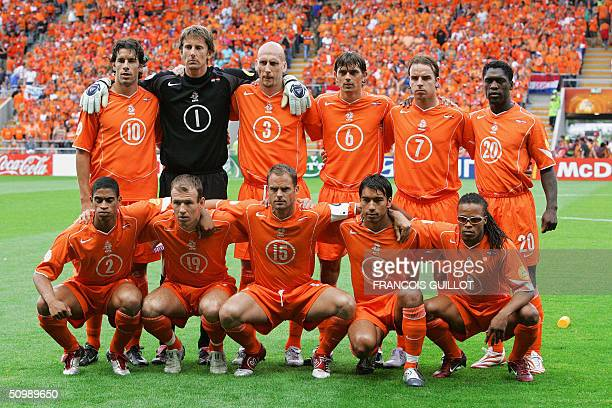 Dutch national football team players pose, 23 June 2004 at Braga stadium, before their Euro 2004 group D football match against Latvai at the...