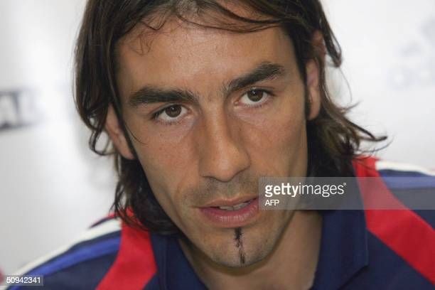 Portugal: French midfielder Robert Pires answers journalists' questions during a press conference, 09 June 2004 in Santo Tirso, 25 km north of Porto,...