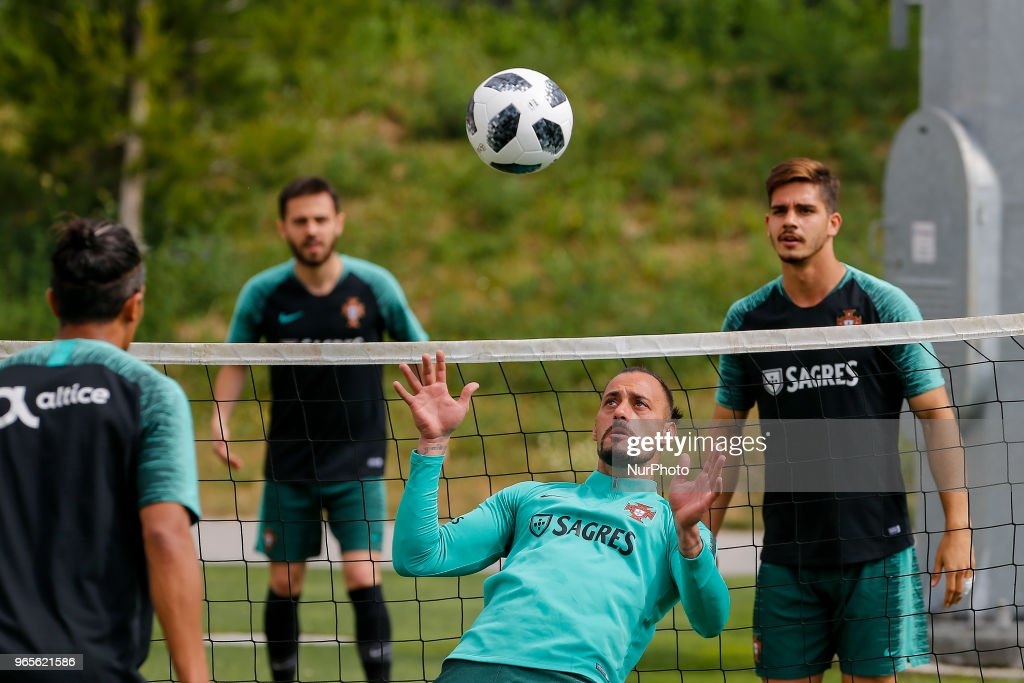 Portugal goalkeeper Beto (C) during the training session at Cidade do Futebol training camp in Oeiras, outskirts of Lisbon, on May 31, 2018 ahead of the friendly football match against Belgium on June 2.