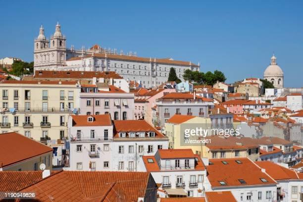 portugal, lisbon, alfama, cityscape from miradouro das portas do sol - provincie lissabon stockfoto's en -beelden