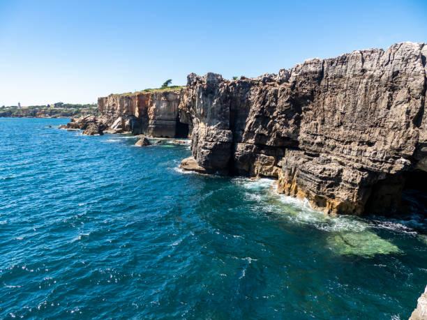 Portugal, Lisbon District, Cascais, Boca do Inferno cliffs in summer