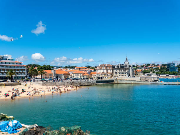 Portugal, Lisbon District, Cascais, People relaxing at Praia da Ribeira in summer