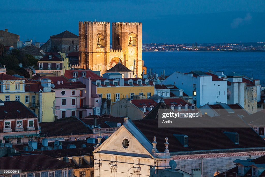 Portugal, Lisbon (Lisboa), Night view : News Photo