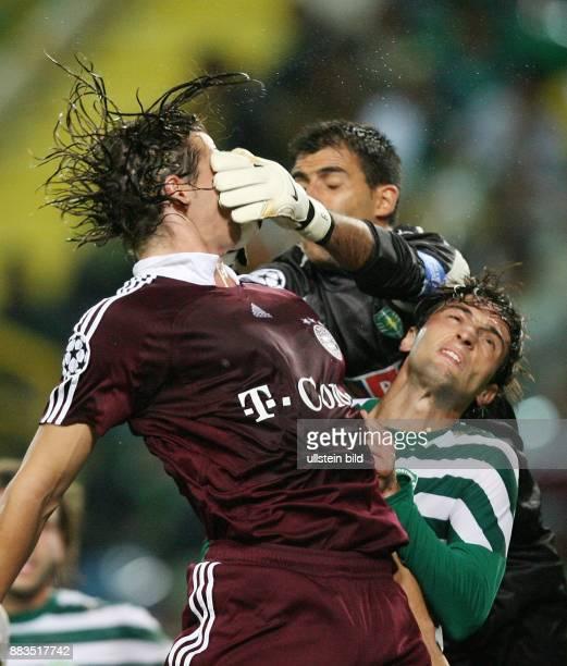 Champions League Saison 2006/2007 Sporting Lissabon FC Bayern München 01 Bayerns Daniel van Buyten wird von Torhüter Ricardo im Gesicht getroffen...