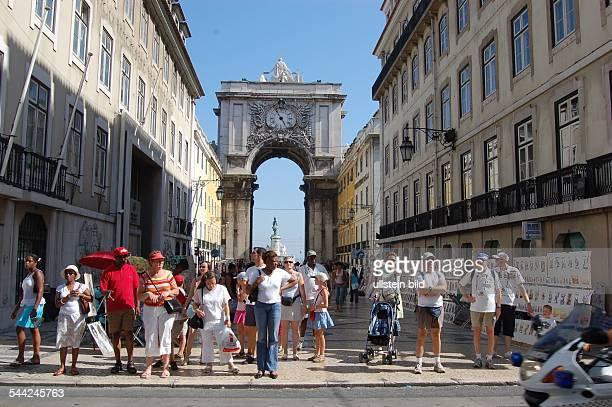Portugal, Lissabon, Zentrum: Fußgängerzone Rua Augusta, Blick zum Arco do Triunfo