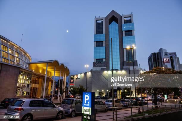 Portugal, Porto, Mercado do Bom Sucesso, exterior Shopping Cidade do Porto at dusk.