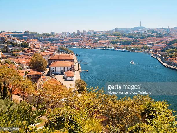 portugal, porto, ribeira do douro - alfandega - douro river stock-fotos und bilder