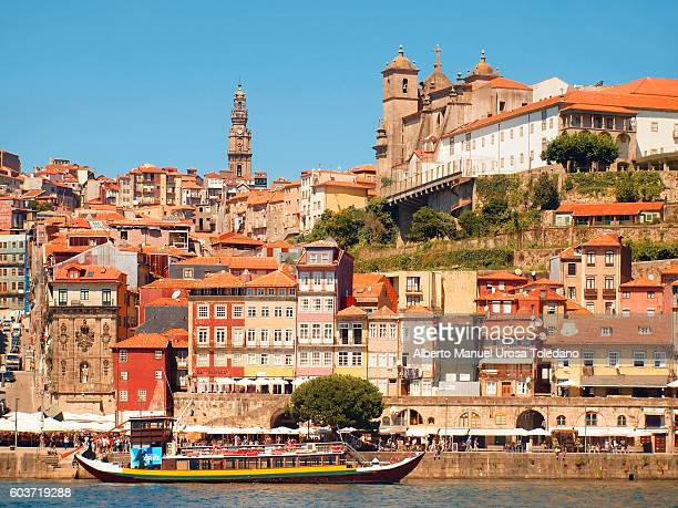 portugal, porto, ribeira do douro, cruise and cathedral - ship front view stock-fotos und bilder