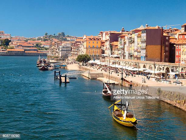 Portugal, Porto, Ribeira do Douro -Ravelos and restaurants