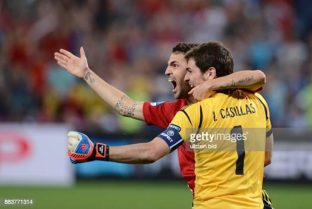 FUSSBALL EUROPAMEISTERSCHAFT Portugal Spanien Cesc Fabregas und Torwart Iker Casillas jubeln ueber den Finaleinzug
