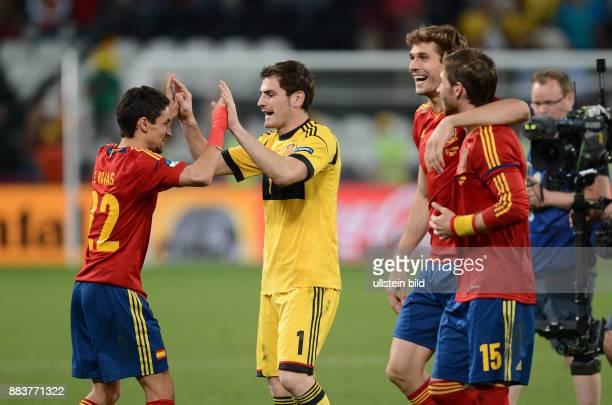 FUSSBALL EUROPAMEISTERSCHAFT Portugal Spanien Jesus Navas Torwart Iker Casillas Fernando Llorente Sergio Ramos jubeln nach dem Finaleinzug