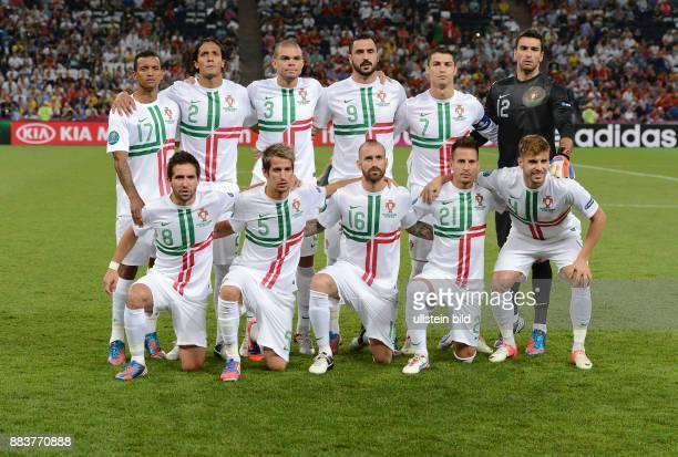 FUSSBALL EUROPAMEISTERSCHAFT Portugal Spanien Teamphoto Portugal hintere Reihe von links Nani Bruno Alves Pepe Hugo Almeida Cristiano Ronaldo Torwart...