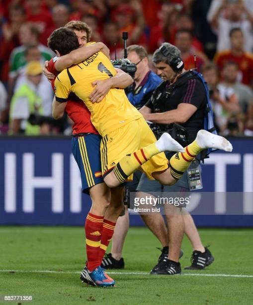 FUSSBALL EUROPAMEISTERSCHAFT Portugal Spanien Torwart Iker Casillas und Fernando Llorente jubeln nach dem Finaleinzug
