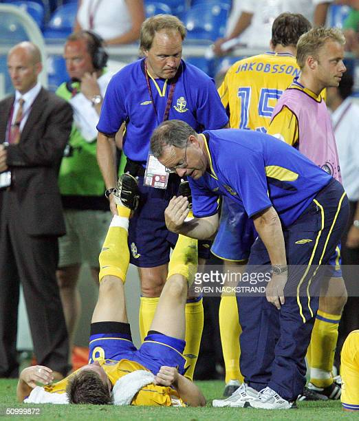 Sweden's coach Tommy Soderberg speaks to an unidentified Swedish player 26 June 2004 at the Algarve stadium in Faro before the beginning of the...