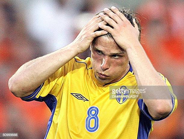Swedish midfielder Anders Svensson takes his head in his hands after a missed kick 26 June 2004 at the Algarve stadium in Faro during the Euro 2004...