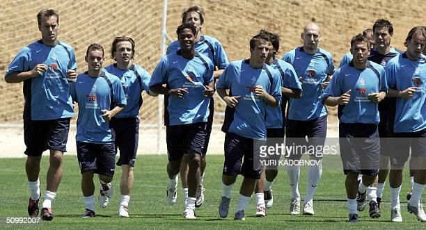 The Dutch football team jogs, 24 June 2004 during a team training session at Albufeira stadium, some 40 km outside Faro during the European nations...