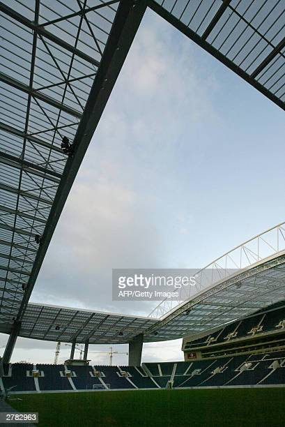 View taken 02 December 2003 of the Estadio Dragao in Porto. The stadium will host up to 52.000 football fans during three games of the first round of...