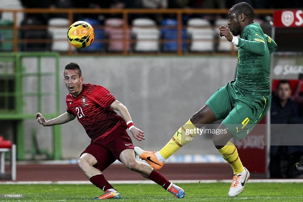 Portugal's defender Joao Pereira (L) vies with Cameroon's defender Jean-Armel Kana Biyik (R) during the FIFA 2014 World Cup friendly football match Portugal vs Cameroon at Magalhaes Pessoa stadium in Leiria on March 5, 2014.