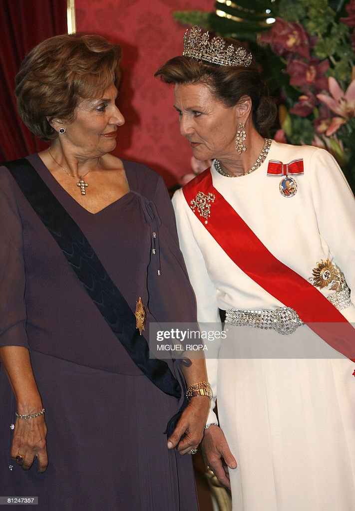 Portugal?s first lady Maria Cavaco (L) c : News Photo