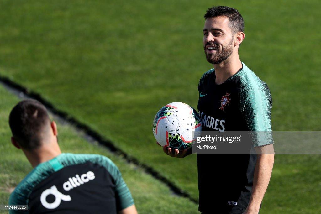 Portugal's football team training session : News Photo