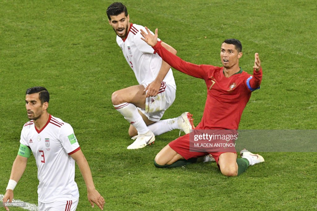 TOPSHOT - Portugal's forward Cristiano Ronaldo calls for a penalty during the Russia 2018 World Cup Group B football match between Iran and Portugal at the Mordovia Arena in Saransk on June 25, 2018. (Photo by Mladen ANTONOV / AFP) / RESTRICTED