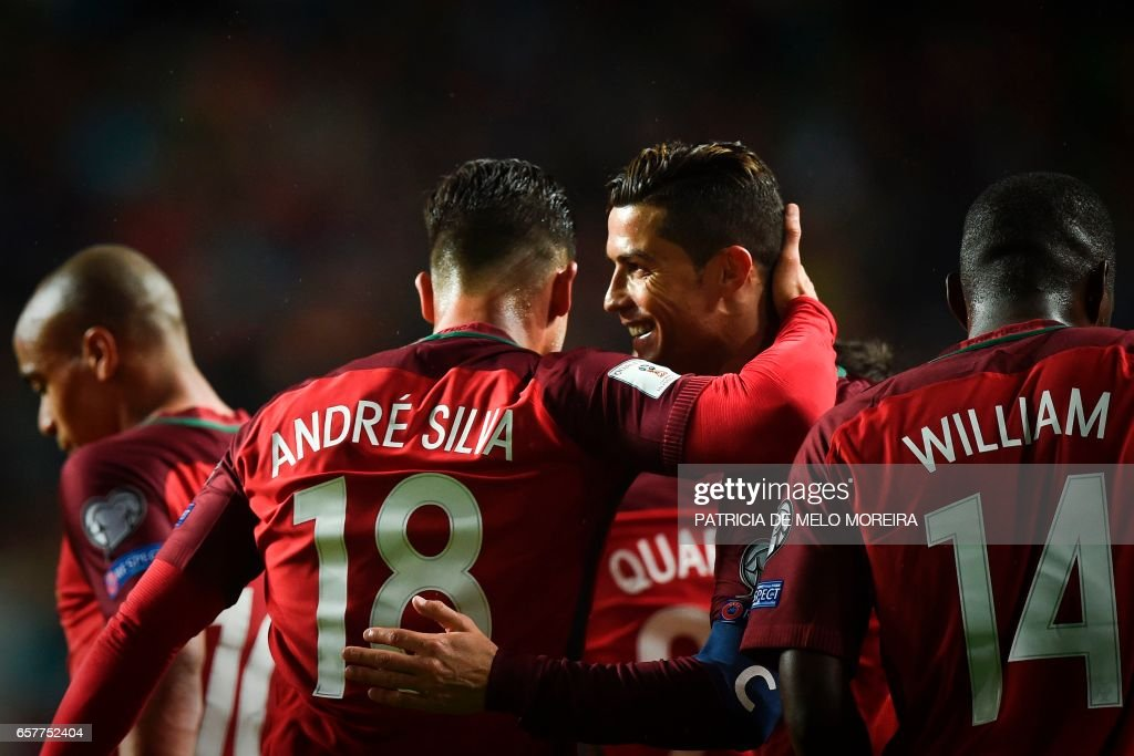 Portugal's forward Cristiano Ronaldo (2R) celebrates with his teammate Portugal's forward Andre Silva (2L) after scoring during the WC 2018 group B football qualifing match Portugal vs Hungary at the Luz stadium in Lisbon on March 25, 2017. /