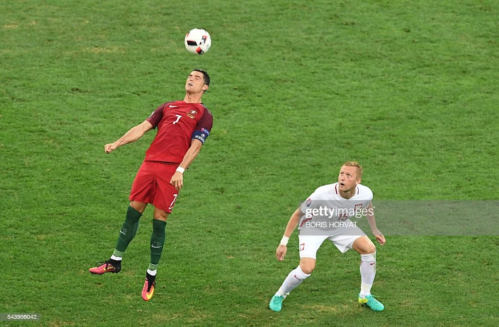 TOPSHOT-FBL-EURO-2016-MATCH45-POL-POR : News Photo