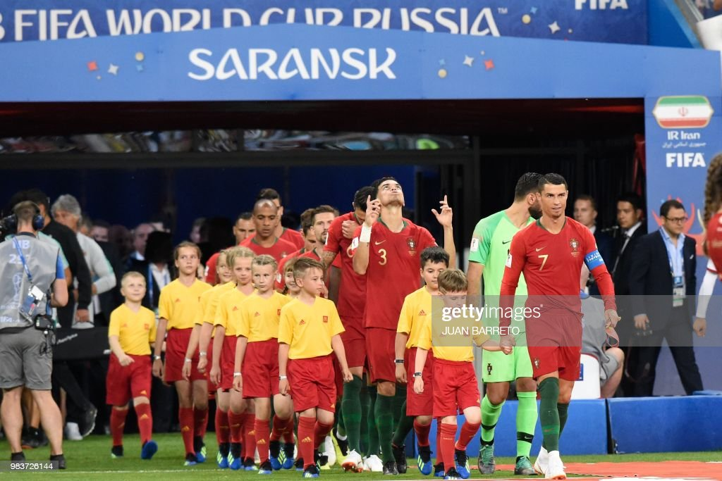 TOPSHOT - Portugal's forward Cristiano Ronaldo (R) leads his teammates to the pitch during the Russia 2018 World Cup Group B football match between Iran and Portugal at the Mordovia Arena in Saransk on June 25, 2018. (Photo by JUAN BARRETO / AFP) / RESTRICTED