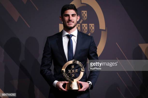 Portugal's forward Goncalo Guedes poses at 'Quinas de Ouro' ceremony held at Pavilhao Carlos Lopes in Lisbon on March 19 2018