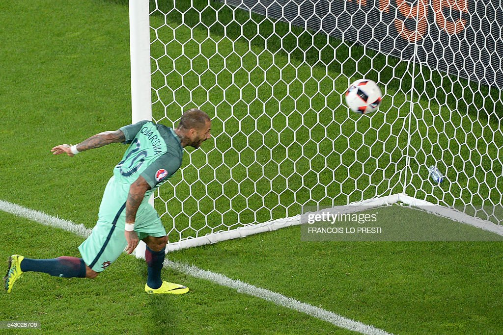 Portugal's forward Ricardo Quaresma heads the ball to score a goal during the extra-time in the Euro 2016 round of sixteen football match Croatia vs Portugal, on June 25, 2016 at the Bollaert-Delelis stadium in Lens. / AFP / FRANCOIS