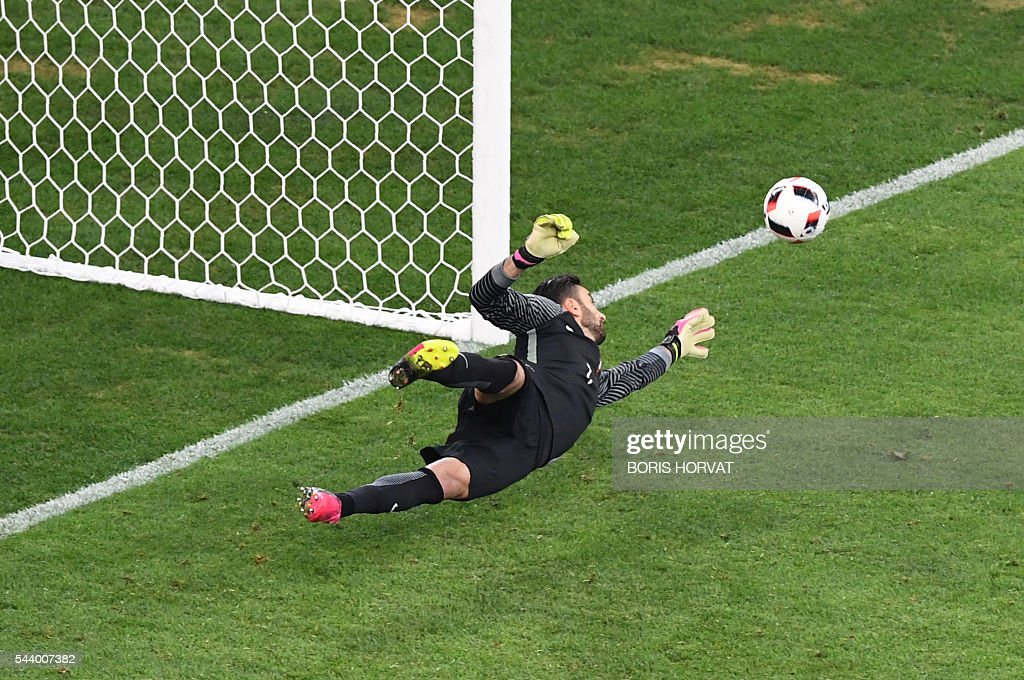 Portugal's goalkeeper Rui Patricio stops a penalty shot by Poland's midfielder Jakub Blaszczykowski during the Euro 2016 quarter-final football match between Poland and Portugal at the Stade Velodrome in Marseille on June 30, 2016. / AFP / BORIS