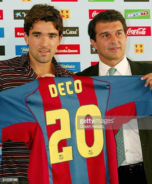 Portugal's midfielder Anderson Luis de Souza 'Deco' shows off his new Barcelona FC club jersey next to Barcelona club president Joan Laporta during...