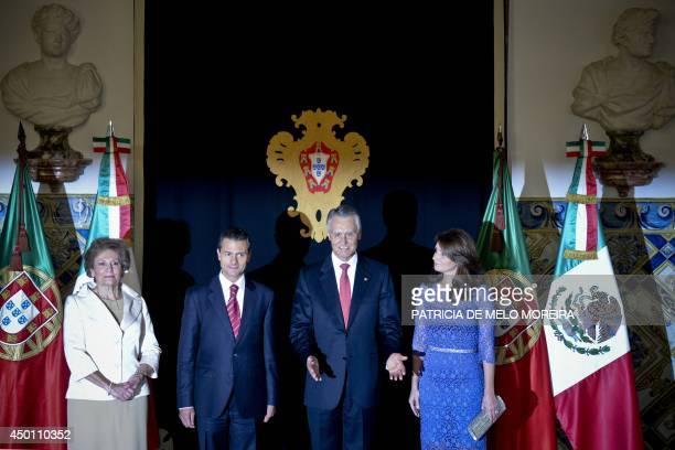 Portugal's President Anibal Cavaco Silva and his wife Maria Cavaco Silva and Mexico's President Enrique Pena Nieto and his wife Angelica Rivera de...