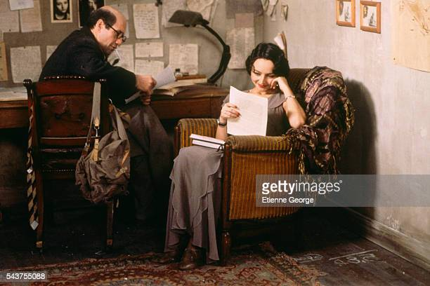 Portugese actress Maria de Medeiros and American actor Fred Ward on the set of the film 'Henry June' directed by Philip Kaufman and based on French...