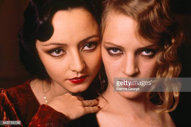 Portugese actress Maria de Medeiros and American actress Uma Thurman on the set of the film 'Henry & June', directed by Philip Kaufman and based on French writer Anais Nin's novel by the same title.