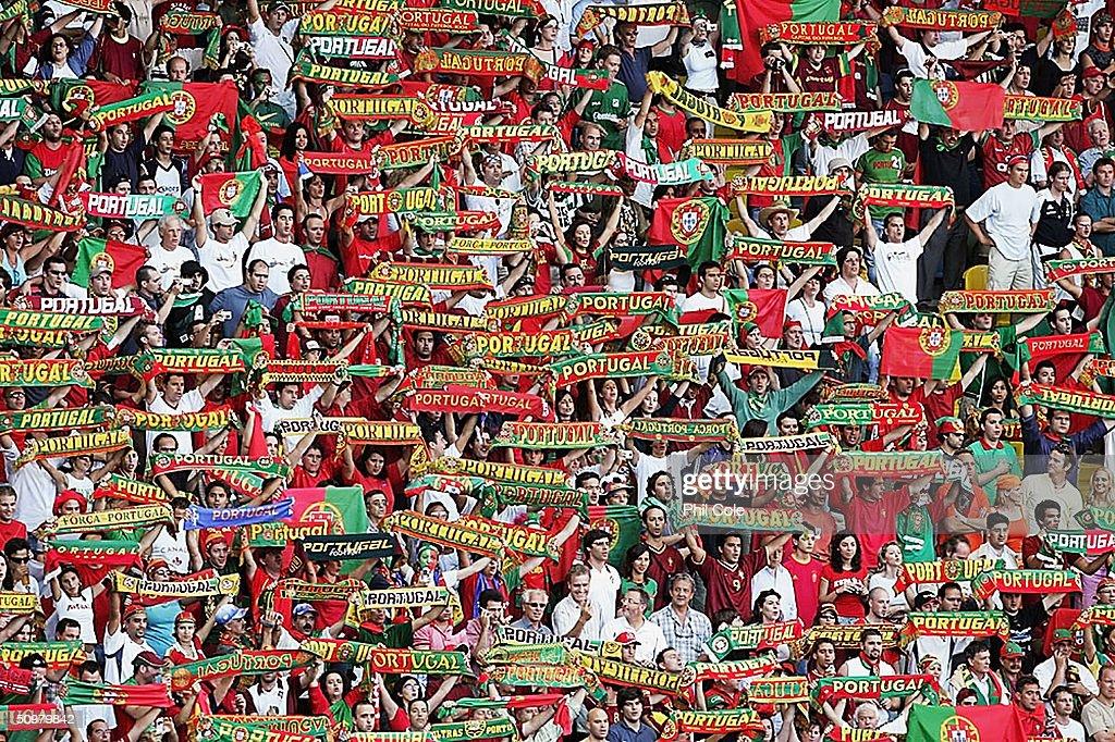 Euro 2004: Portugal v Spain : Photo d'actualité