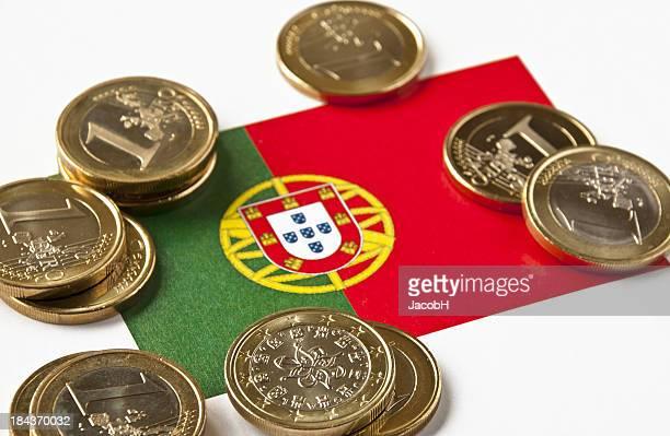 bandeira portuguesa e euros - bandeira de portugal imagens e fotografias de stock