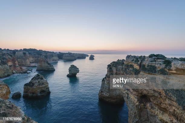 portuguese coast line in algarve during the , portugal - algarve imagens e fotografias de stock