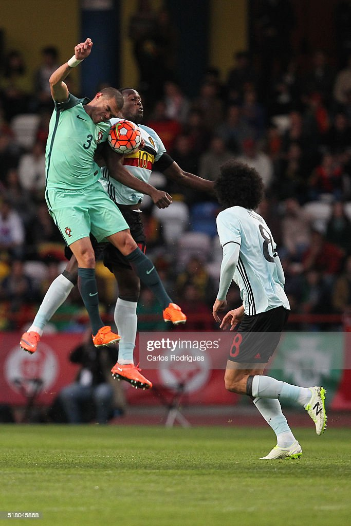 Portuguese defender Pepe (L) vies with Belgium forward Lukaku (R) during the match between Portugal and Belgium Friendly International at Estadio Municipal de Leiria on March 29, 2016 in Lisbon, Portugal.