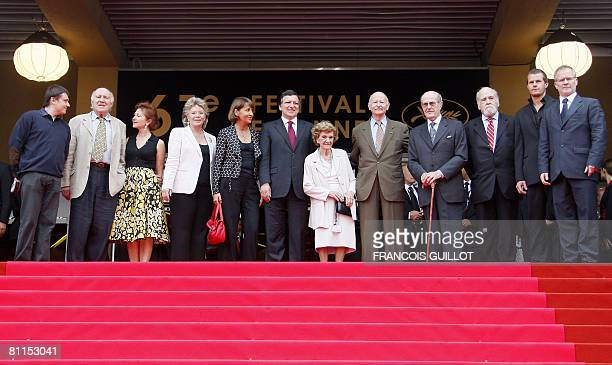 Portuguese director Manoel de Oliveira poses with Romanian director Cristian Mungiu French actor Michel Piccoli and his wife Ludivine Clerc EU...
