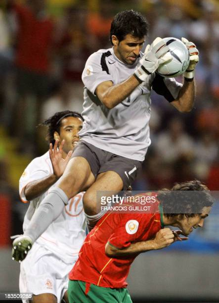 Portuguese goalkeeper Ricardo catches an aerial ball over defender Ricardo Carvalho and dutch forward Pierre Van Hooijdonk 30 June 2004 at the...