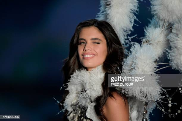 Portuguese model Sara Sampaio presents a creation during the 2017 Victoria's Secret Fashion Show in Shanghai on November 20 2017 / AFP PHOTO / FRED...