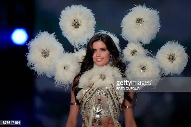 Portuguese model Sara Sampaio presents a creation during the 2017 Victoria's Secret Fashion Show in Shanghai on November 20 2017 / AFP PHOTO / FRED...