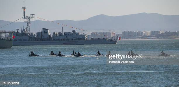 Portuguese Navy special forces sail the Tagus River near French frigate LatoucheTreville during the commemoration day of the Portuguese Navy's 700th...