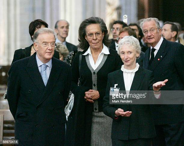 Portuguese President Jorge Sampaio his wife Maria Jose Ritta and King Albert visit the Cathedral on October 20 2005 in Antwerp BelgiumThe President...