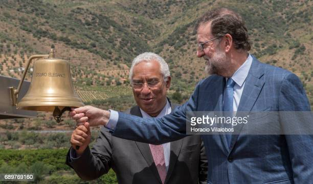 Portuguese Prime Minister Antonio Costa and Spanish Prime Minister Mariano Rajoy sound the bell after having boarded the 'Douro Elegance' a river...