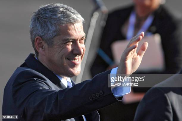 Portuguese Prime Minister Jose Socrates waves upon his arrival to El Salvador's airport in Comalapa some 45 kms south of San Salvador on October 29...
