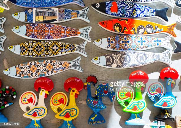 portuguese souvenirs for sale in lisbon portugal - lyn holly coorg photos et images de collection
