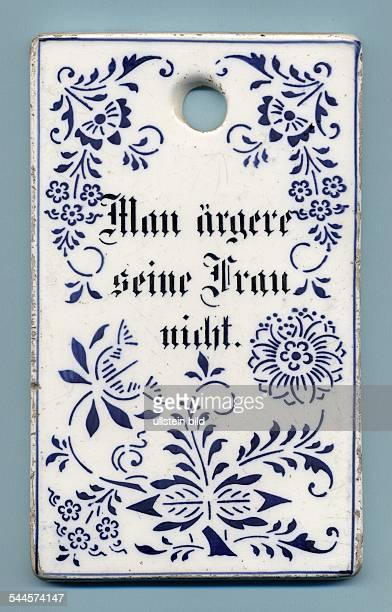 """Porzellanbrett mit Spruch """"Man ärgere seine Frau nicht"""". - 1900"""
